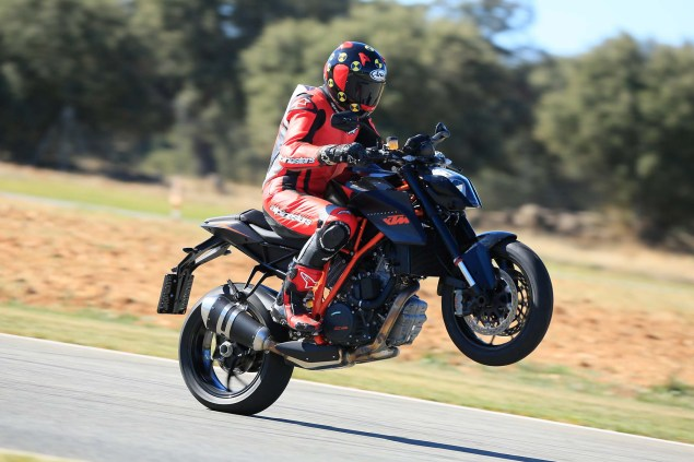 2014-KTM-1290-Super-Duke-R-Iwan-van-der-Valk-review-16