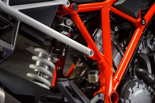 38 Hi Res Photos of the KTM 1290 Super Duke R 2014 KTM 1290 Super Duke R chassis 07 635x423