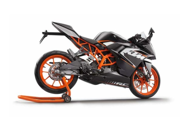 First Photos of the KTM RC125 & KTM RC200 2014 KTM RC200 black 10