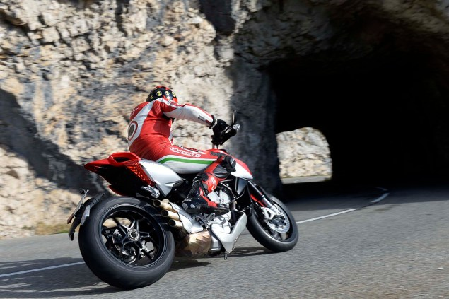 Ride Review: MV Agusta Rivale 800 2014 MV Agusta Rivale 800 review 02 635x423