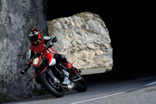 Ride Review: MV Agusta Rivale 800 2014 MV Agusta Rivale 800 review 09 635x423