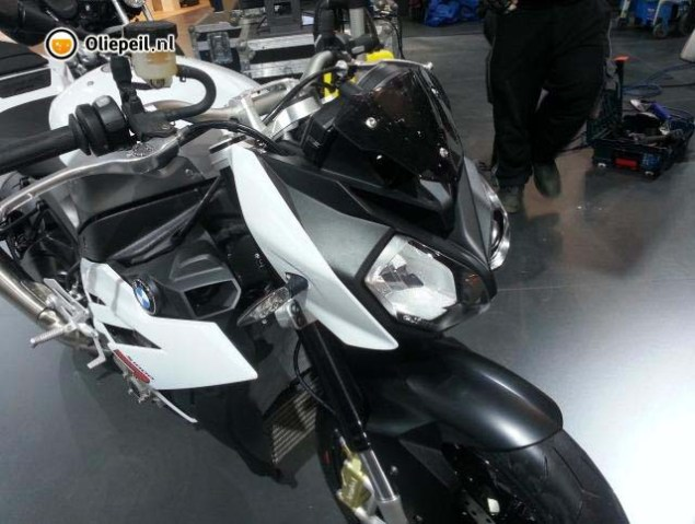 Ninjad: BMW S1000R Streetfighter Caught on Camera 2014 BMW S1000R Oliepeil 01