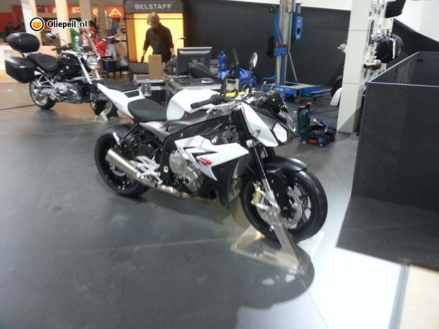 Ninjad: BMW S1000R Streetfighter Caught on Camera 2014 BMW S1000R Oliepeil 03