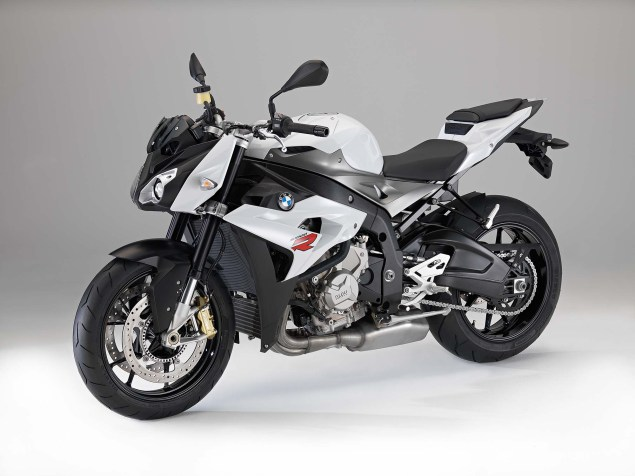 2014 BMW S1000R   160hp, ABS, & Optional DTC & DDC 2014 BMW S1000R studio 07 635x476
