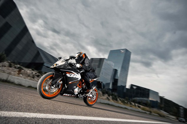 2014 KTM RC200 & KTM RC125    The More the Merrier 2014 KTM RC125 action07 635x422