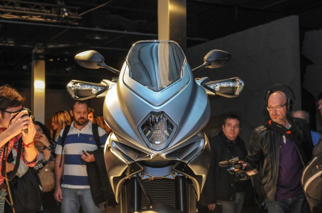 Up Close with the MV Agusta Turismo Veloce 800 2014 MV Agusta Turismo Veloce 800 05 635x421