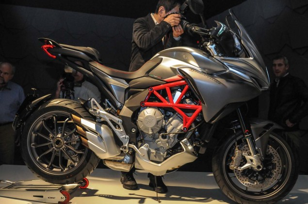Up Close with the MV Agusta Turismo Veloce 800 2014 MV Agusta Turismo Veloce 800 10 635x421