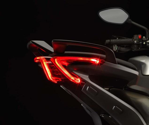 MV Agusta Turismo Veloce 800   Stylish Sport Touring 2104 MV Agusta Turismo Veloce 800 05 635x532