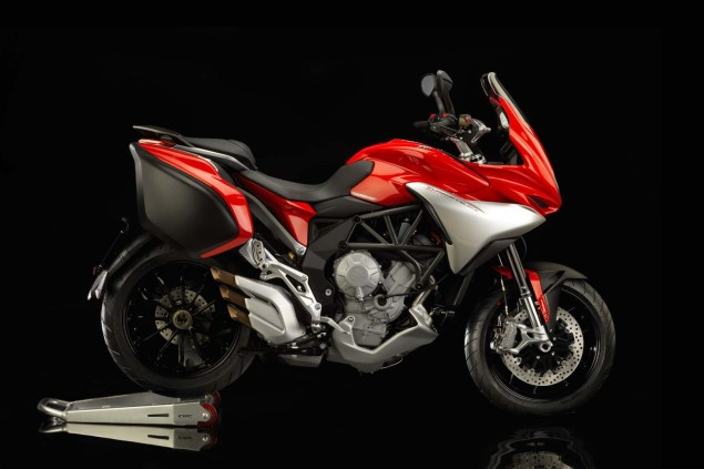 MV Agusta Turismo Veloce 800   Stylish Sport Touring 2104 MV Agusta Turismo Veloce Lusso 800 02 635x423