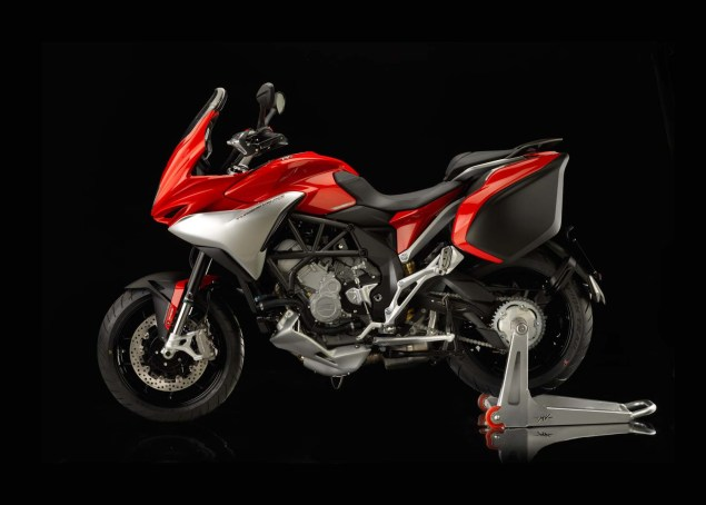 MV Agusta Turismo Veloce 800   Stylish Sport Touring 2104 MV Agusta Turismo Veloce Lusso 800 03 635x454