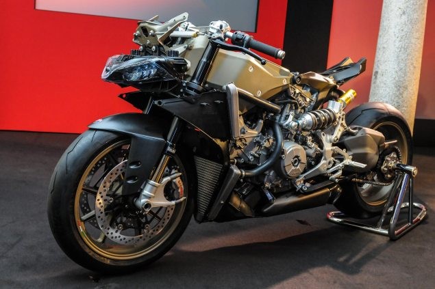 Video: An Intimate Look at the Ducati 1199 Superleggera Ducati 1199 Superleggera EICMA detail 20 635x423