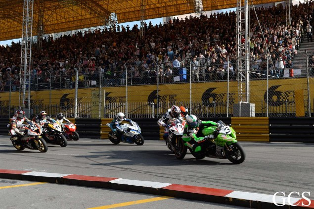 Were These the Luckiest Guys at the Macau GP? Macau GP crash 2 635x422