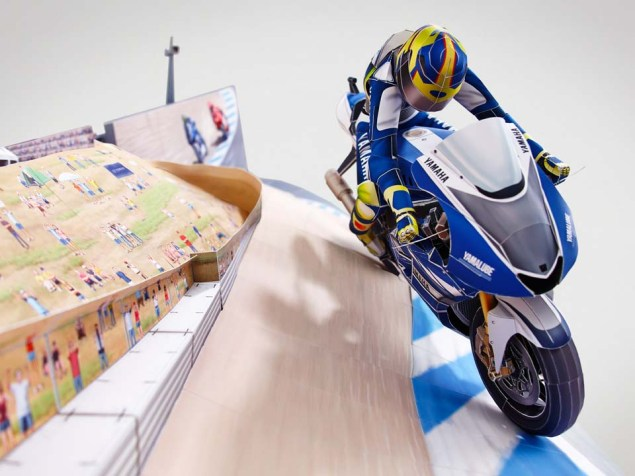 Reliving Rossis Corkscrew Pass on Stoner...with Paper Yamaha Papercraft Rossi Corkscrew pass 07