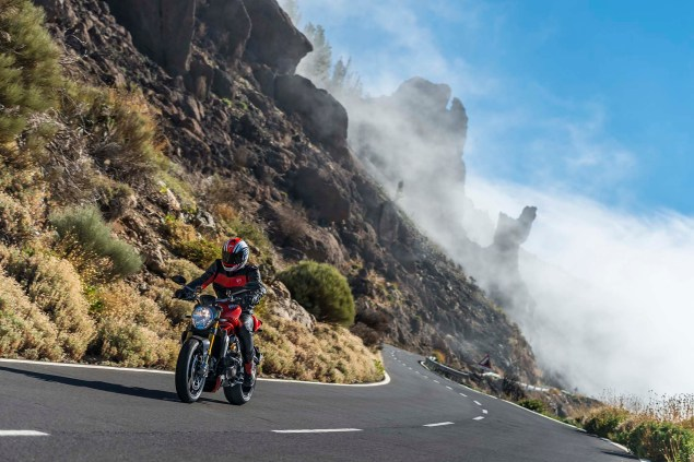 2014-Ducati-Monster-1200-action-15