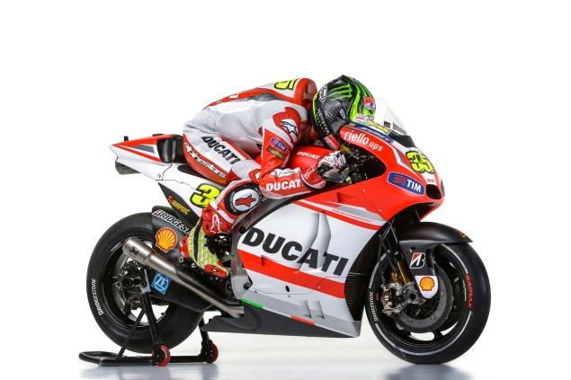 2014-Ducati-Corse-MotoGP-Cal-Crutchlow-06