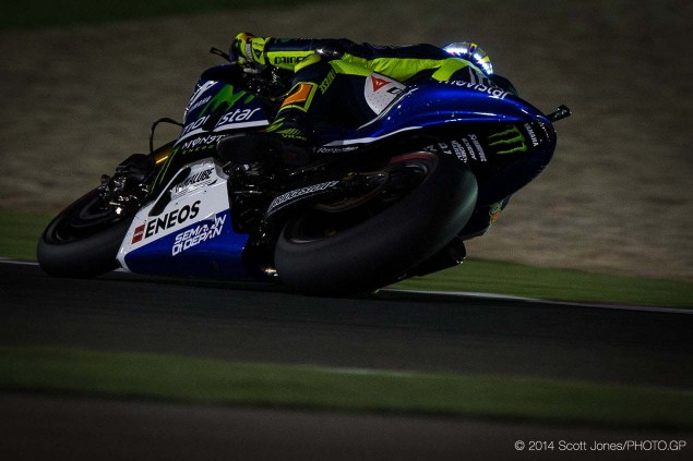 Photos of Valentino Rossis LED Helmet from Qatar Valentino Rossi LED Helmet Qatar Scott Jones 02 635x423