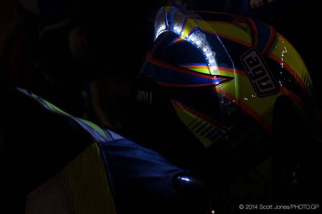 Photos of Valentino Rossis LED Helmet from Qatar Valentino Rossi LED Helmet Qatar Scott Jones 03 635x423