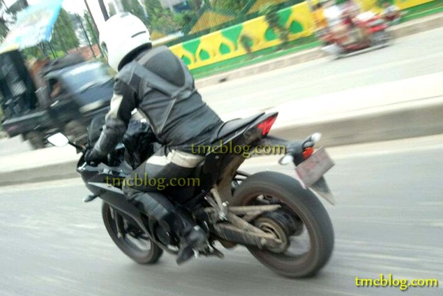 Proper Spy Photos of the Yamaha YZF R25 in the Wild Yamaha YZF R25 spy photo tmc blog 02 635x424
