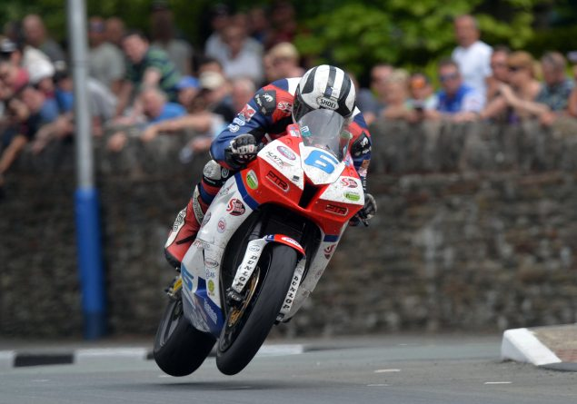 Michael Dunlop Enters Lightweight TT Race   Looking for Six Race Wins at 2014 Isle of Man TT michael dunlop supersport iomtt 635x445