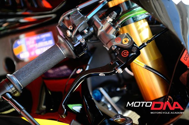 motoDNA: Emergency Braking Techniques Emergency Braking motoDNA 02 635x422