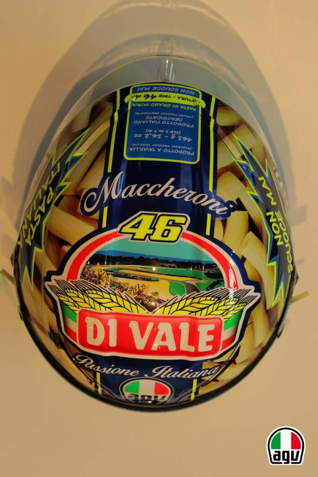 Valentino Rossis Special Mugello Helmet Explained Valentino Rossi AGV Helmet Mugello 2014 03 635x952