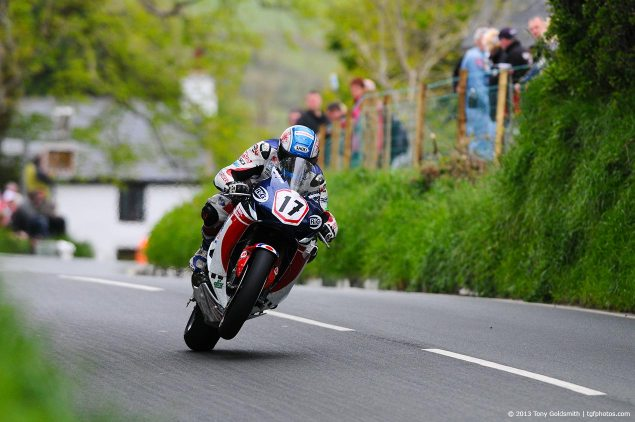 Simon Andrews Has Died After a Horrible NW200 Crash simon andrews 2013 isle of man tt tony goldsmith 635x422