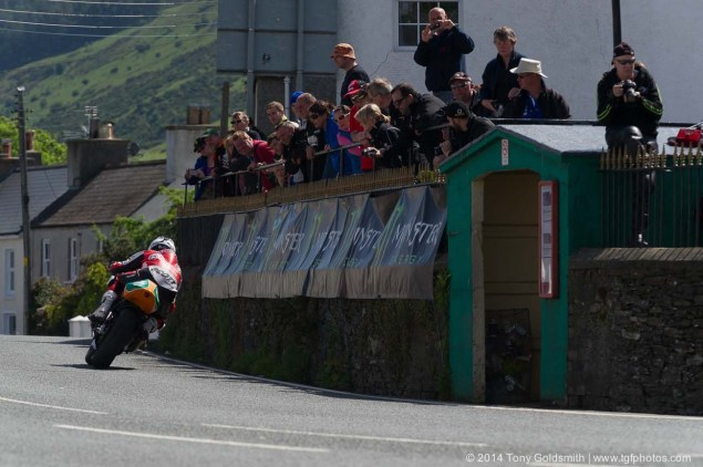 IOMTT: Ballaugh Bridge & Ballacrye with Tony Goldsmith 2014 Isle of Man TT Ballaugh Bridge Tony Goldsmith 03 635x422