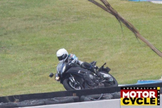 2015 Yamaha R1 Spotted   DCT, 4 Cyl., & 230hp Rumored 2015 yamaha yzf r1 spy shot 635x423