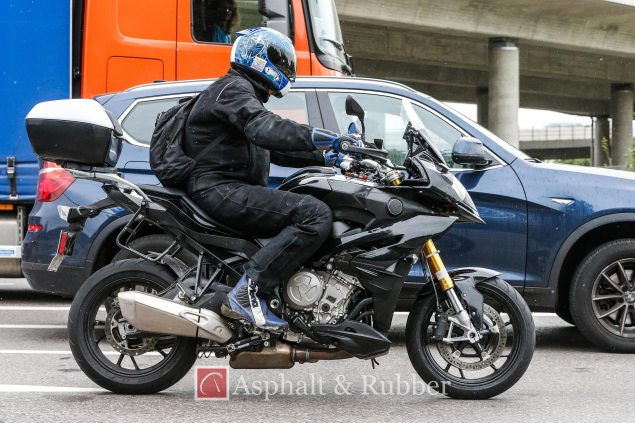 2015-BMW-S1000XR-spy-photos-01