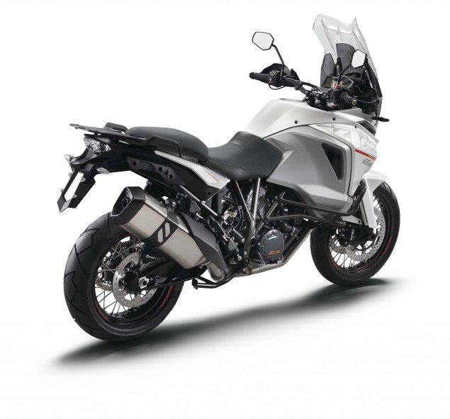 2015 KTM 1290 Super Adventure   Even with 180hp, Is This the Safest Motorcycle in the World? 2015 KTM 1290 Super Adventure 02 635x591