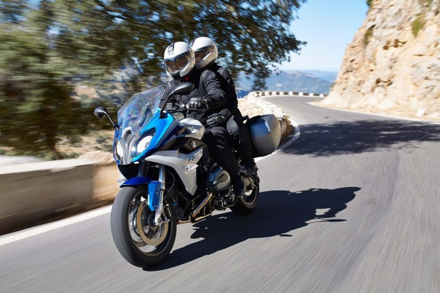 2015-BMW-R1200RS-action-26