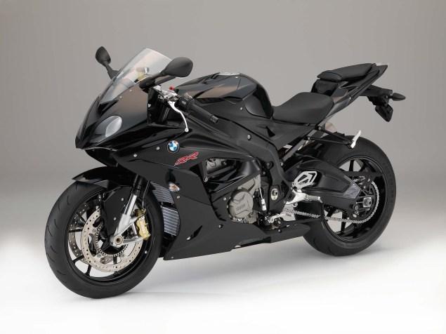 2015-BMW-S1000RR-studio-50