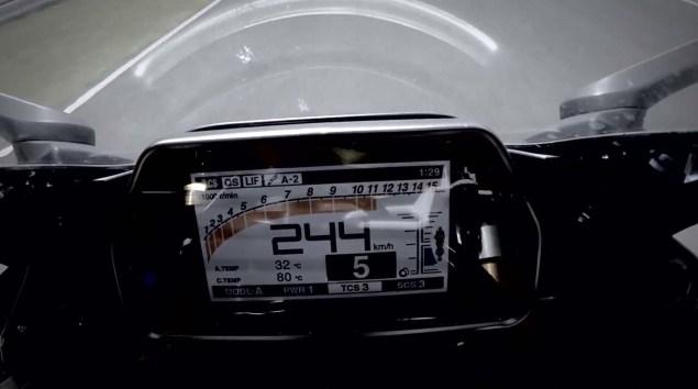 2015-Yamaha-YZF-R1-teaser-screeshot-02