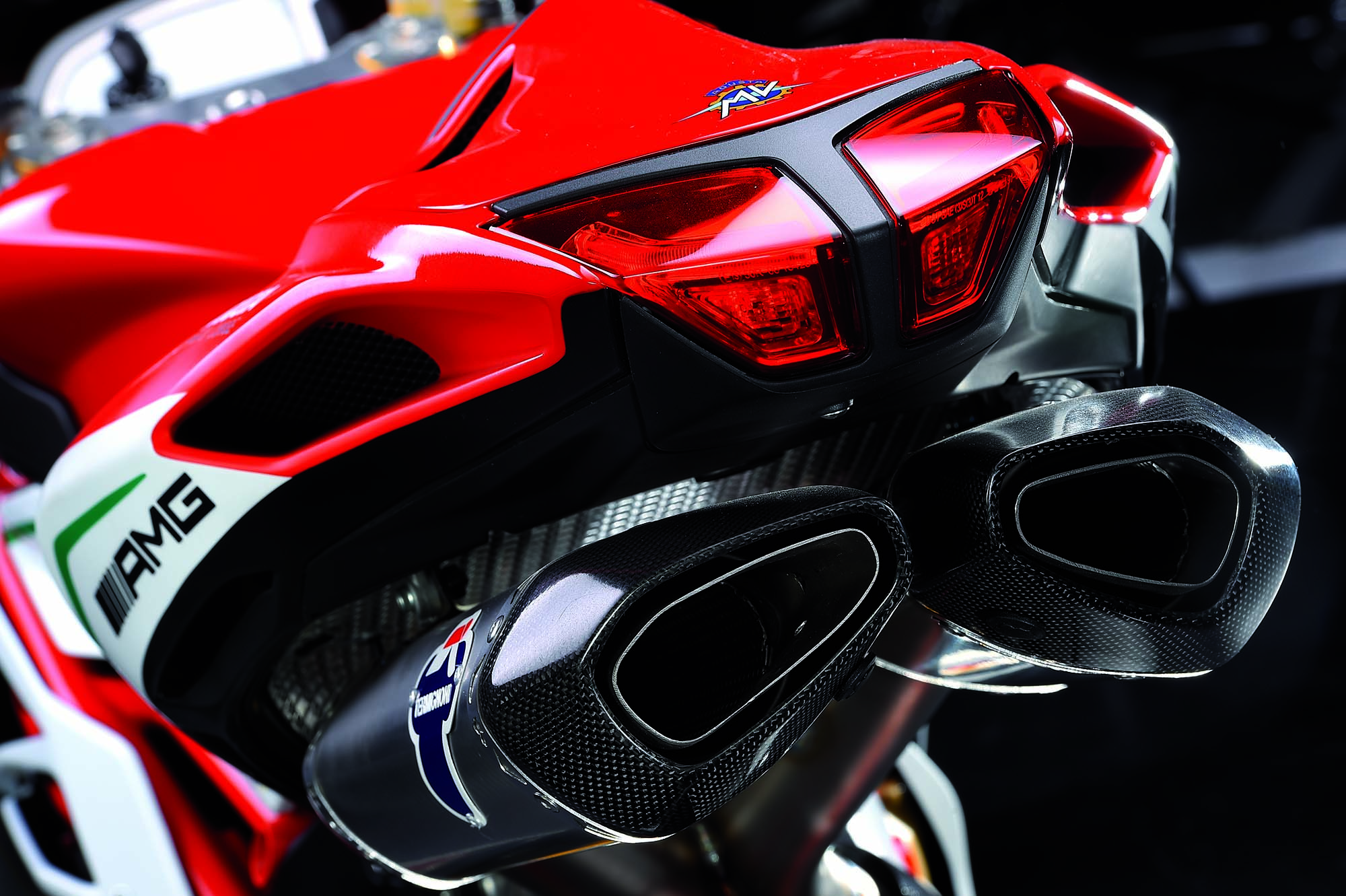 2015 mv agusta f4 rc varese 39 s homologation special asphalt rubber. Black Bedroom Furniture Sets. Home Design Ideas