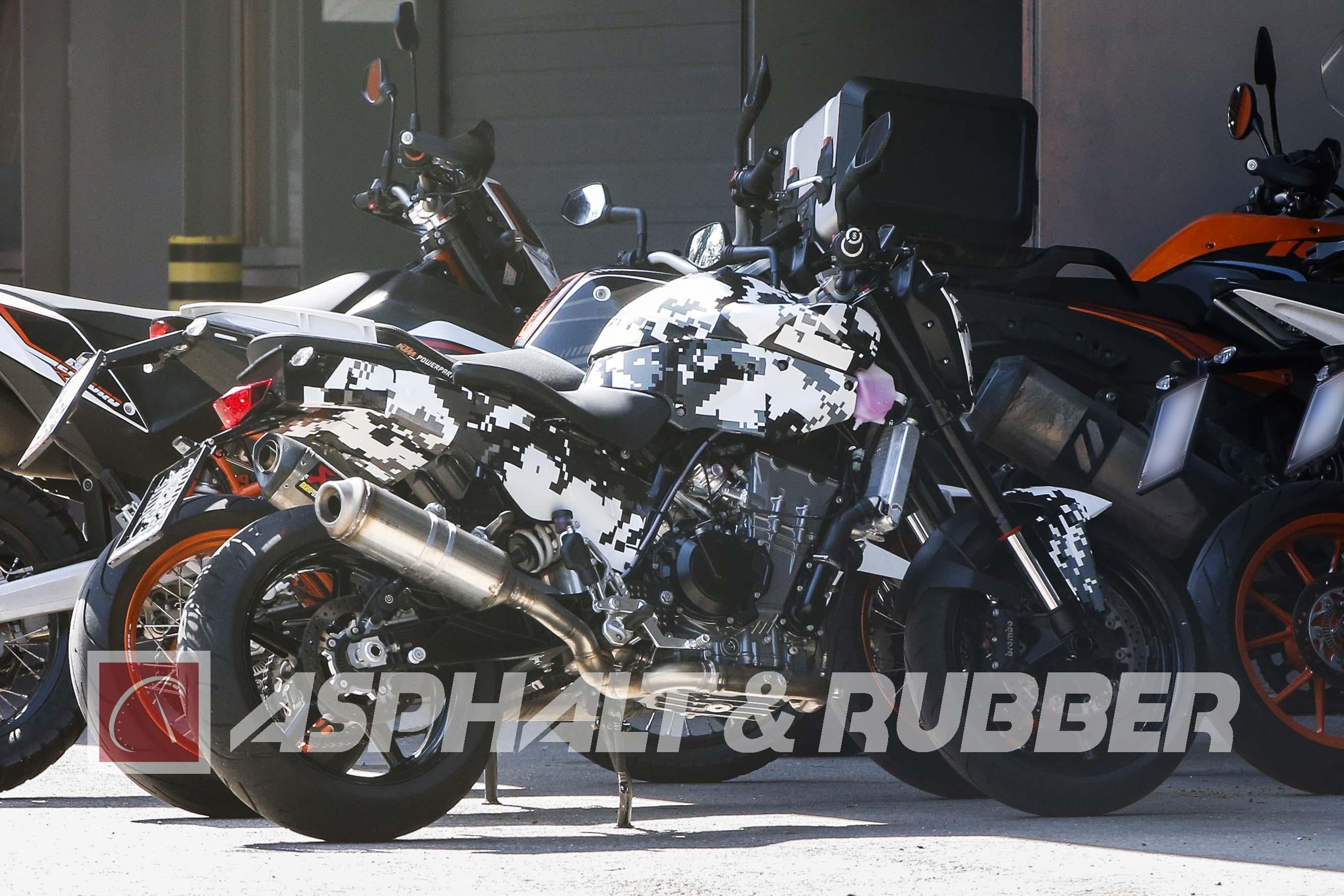 http://i1.wp.com/www.asphaltandrubber.com/wp-content/uploads/2015/08/KTM-800-Duke-spy-photos-01.jpg