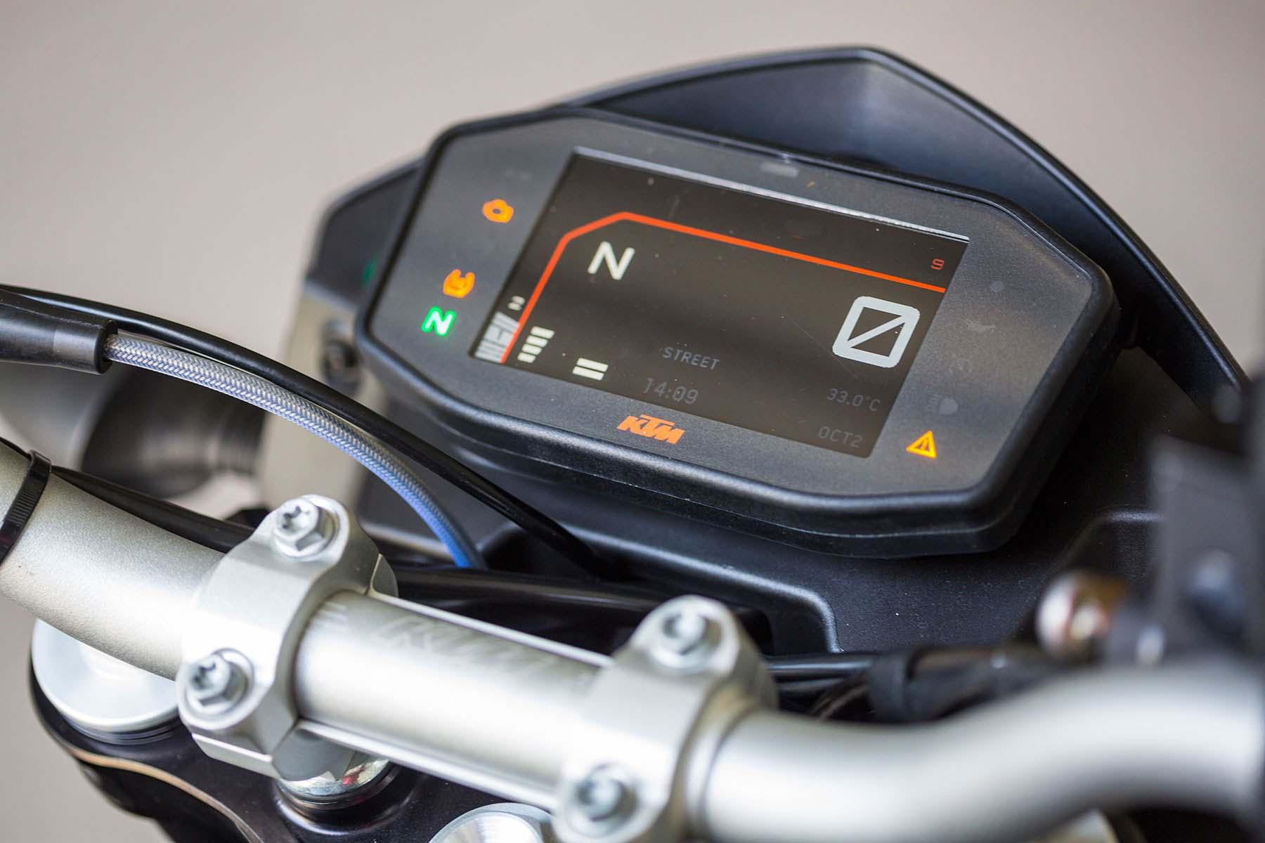World\'s most powerful Single improves itself: 2016 KTM Duke 690 ...