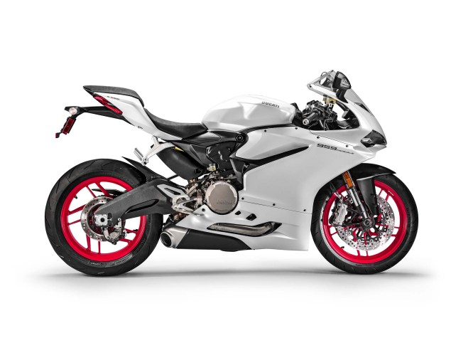 2016-Ducati-959-Panigale-USA-model-03