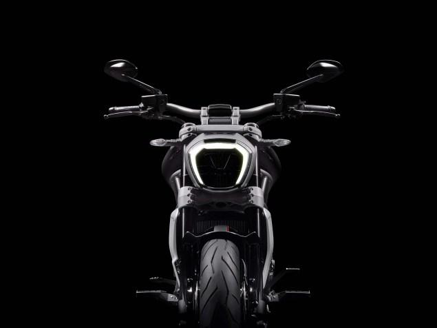 2016-Ducati-XDiavel-S-21