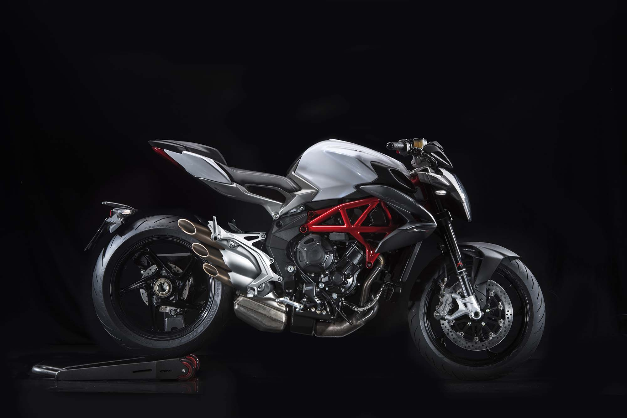 2016 mv agusta brutale 800. Black Bedroom Furniture Sets. Home Design Ideas