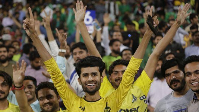 Peshawar Zalmi defeat Quetta Gladiators by 1 run