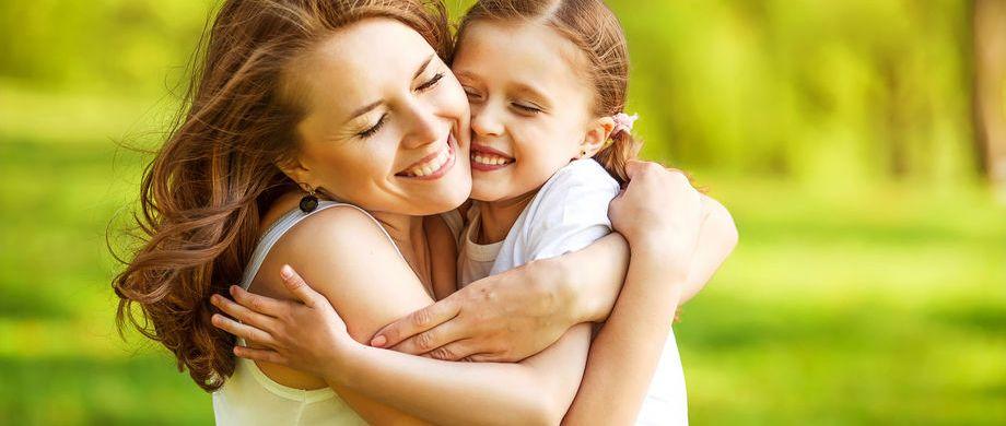 abbraccio-mamma-e-bambina