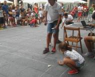 Mucho público para presenciar las pruebas clasificatorias en la Plaza Mayor. / AF.