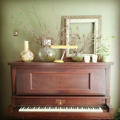 How to decorate around a piano a storied style a for Decoration keyboard