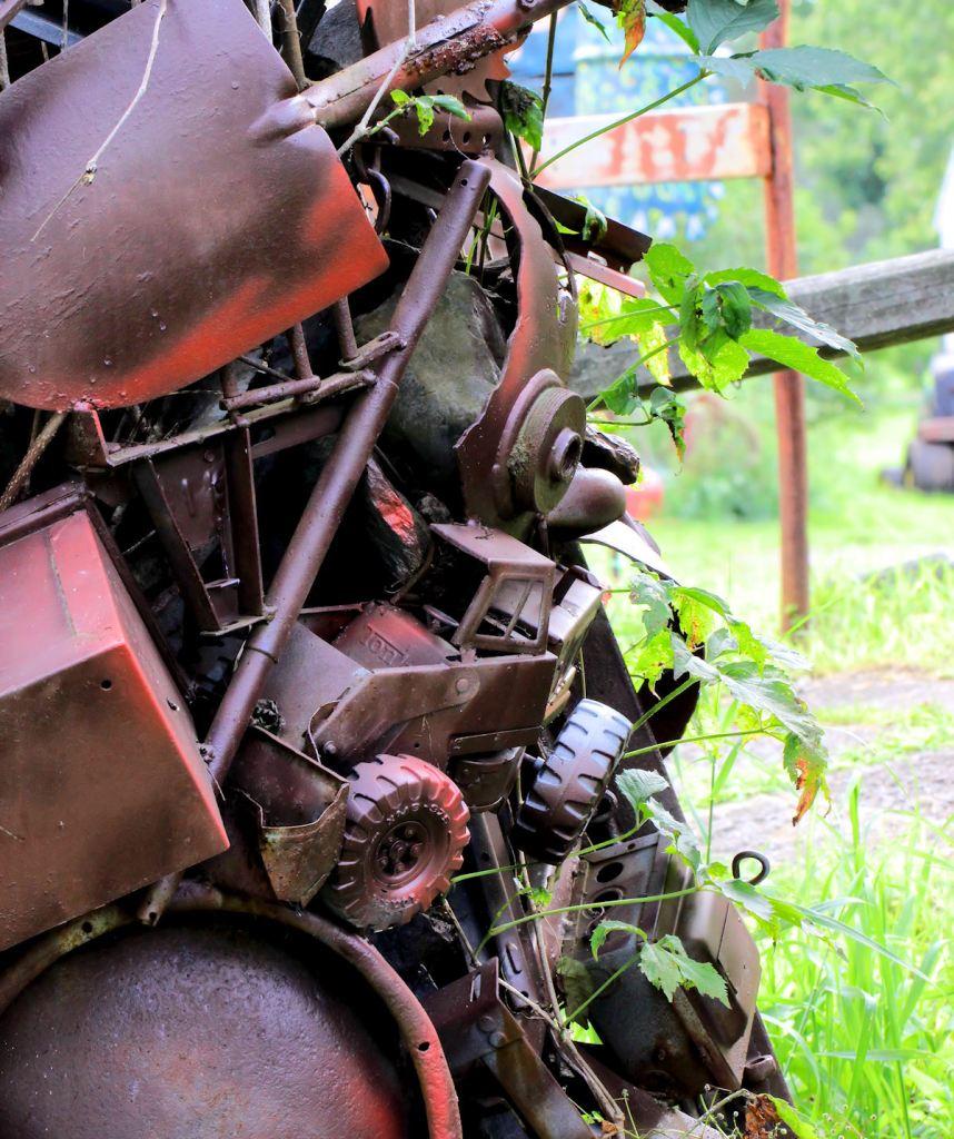Frog Pond Studio Farm Tree Sculpture1