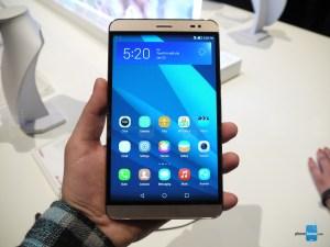 hand holding Huawei MediaPad X2