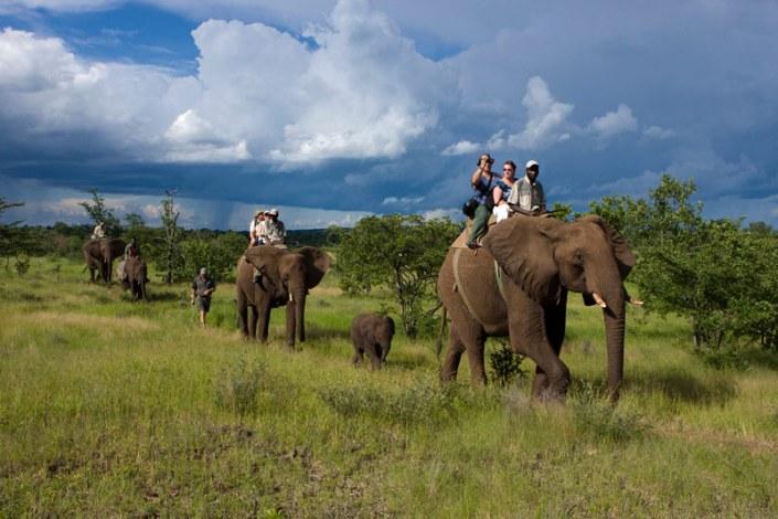 Zamibia Luxury Safari - Elephant back Safari
