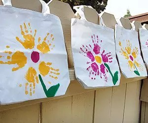 dia das maes presente sacola Presentes e Lembrancinhas para o Dia das Mães datas comemorativas | Atividades para Educacao Infantil