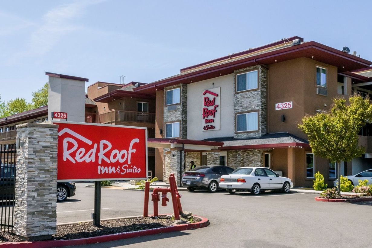 Red Roof Inn & Suites (Sacramento)
