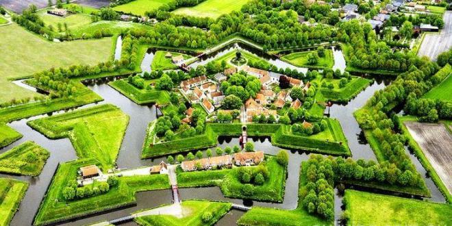 这个美得如童话般的荷兰小镇,700年竟不修公路不通汽车