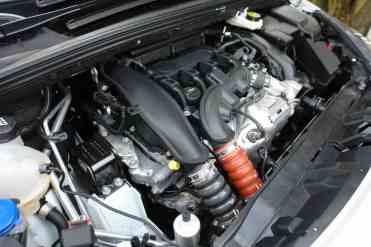 Motor está bem empacotado no pequeno cofre